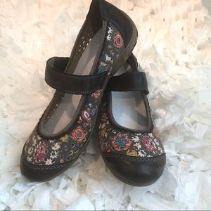 Rieker Brown Floral Cap Toe Mary Janes Size 6